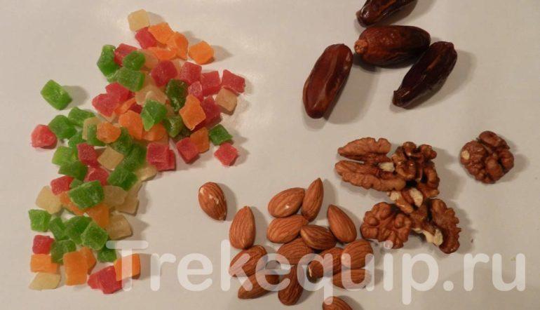 Орехи и цукаты для перекуса